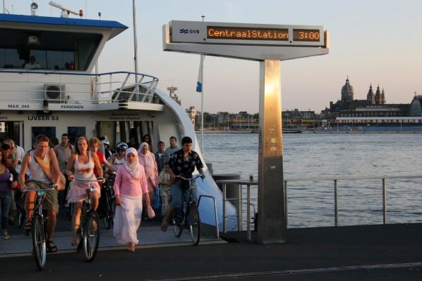 Débarquement de ferry (Amsterdam)