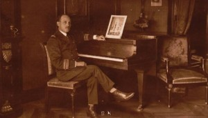 Jean Cras au piano