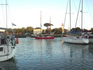 Joshua dans le vieux port de la Rochelle
