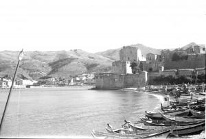 Baie de collioure en aout 1950 Notez la flottille de pêche